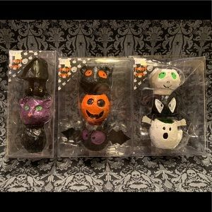 LOT OF 9 HALLOWEEN THEMED TREAT CUPS.
